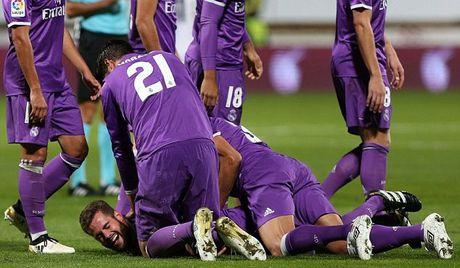 Tai hien sieu pham cua Zidane, sao Real bi dong doi 'hanh ha' - Anh 1