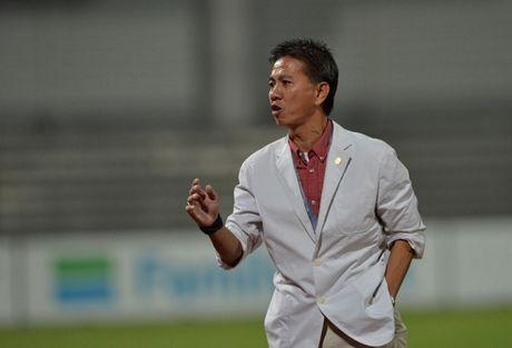 HLV Hoang Anh Tuan choi bai 'tam ly chien' voi U19 Nhat Ban - Anh 1