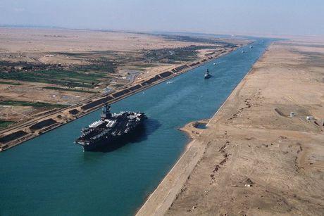Se thu phi tau container qua kenh dao Suez truoc 5 nam - Anh 1