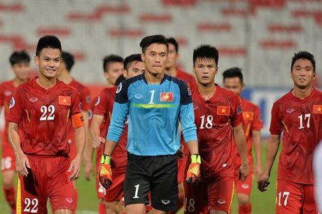Kiatisak yeu cau do tham U19 Viet Nam - Anh 1