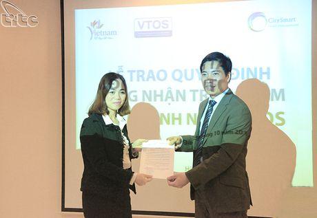 Trao chung nhan Trung tam tham dinh nghe VTOS cho Trung tam dao tao CHM - Anh 1