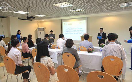 Trao chung nhan Trung tam tham dinh nghe VTOS cho Trung tam dao tao CHM - Anh 3