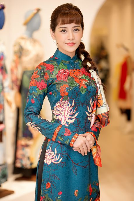 Chi Pu, Helly Tong, A hau Thuy Dung duyen dang trong ao dai cach tan - Anh 1
