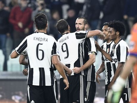 Juventus 4-1 Sampdoria: Chiellini lap cu dup, Juve cung co ngoi dau - Anh 1