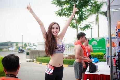 Chiec eo 'cao su' cua Hoa hau Mai Phuong Thuy - Anh 3