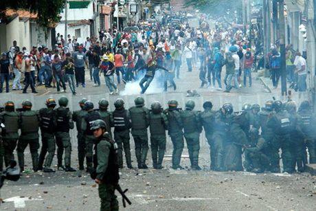 Venezuela: Bieu tinh phan doi chinh phu leo thang thanh bao luc - Anh 1