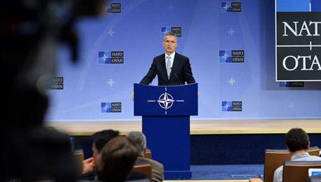NATO tang cuong hien dien quan su tai Bien Den de doi pho voi Nga - Anh 1
