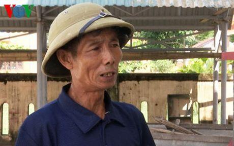 Tran tinh cua Truong thon thu lai tien cuu tro de chia deu cho dan - Anh 1