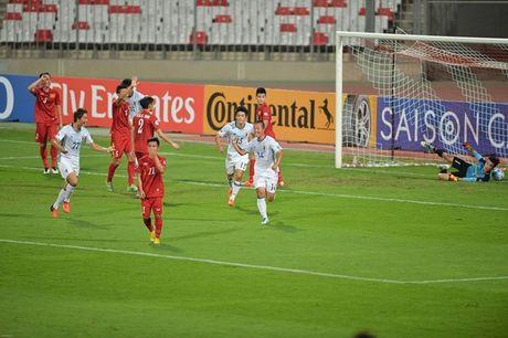 Thua tham truoc U19 Nhat Ban, U19 Viet Nam ngang cao roi giai - Anh 4