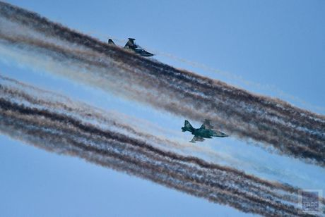 Hai hung canh cuong kich Su-25 nem bom chum huy diet - Anh 7