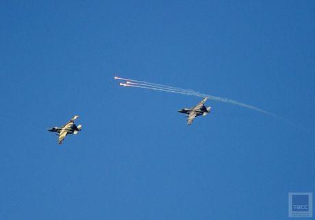 Hai hung canh cuong kich Su-25 nem bom chum huy diet - Anh 8