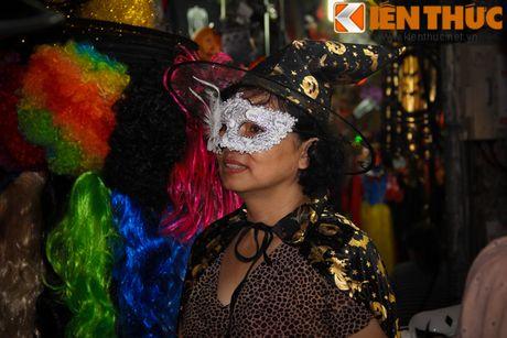 Nguoi gia, thanh nien, tre em... don Halloween som tren pho Hang Ma - Anh 5