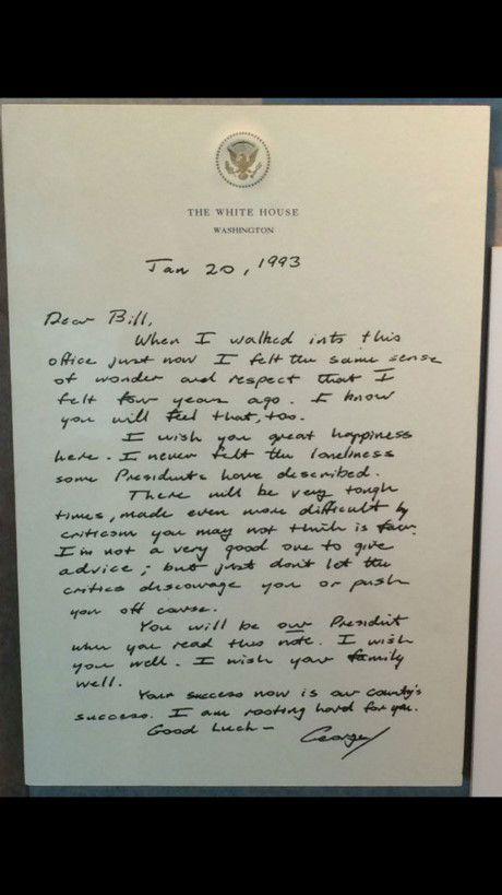 Cu dan mang xon xao ve buc thu cuu Tong thong George H.W. Bush gui Bill Clinton sau khi bai tran - Anh 1