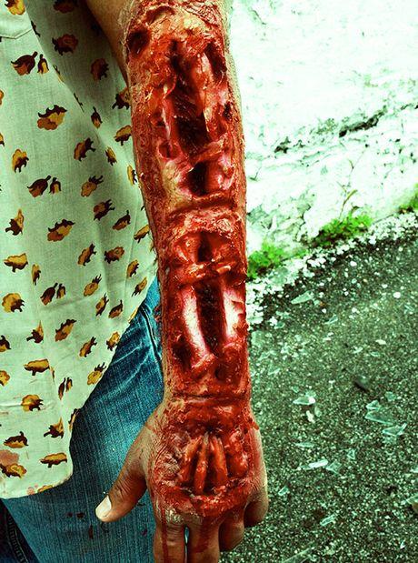Nhung hinh anh hoa trang Halloween kinh di khien nhieu nguoi 'hon bay phach lac' - Anh 11