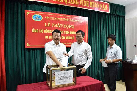 Cong dong doanh nghiep Thanh Hoa huong ve dong bao Mien Trung - Anh 1