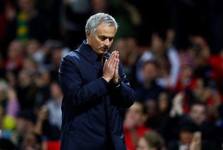 Mourinho nhan an phat tu FA vi nhan xet ve trong tai - Anh 1