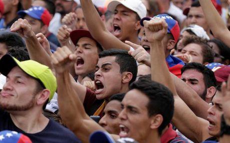 Nguoi Venezuela duoc tang 40% luong toi thieu - Anh 1