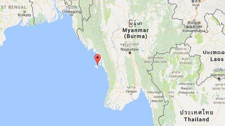 May bay bi an roi xuong bo bien Myanmar - Anh 1