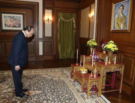 Thu tuong Nguyen Xuan Phuc vieng Nha Vua Thai Lan - Anh 3