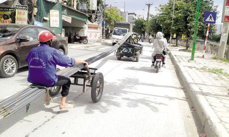 Xe tu che cho hang cong kenh tai xuat o Ha Noi - Anh 1