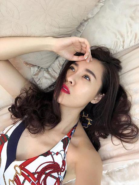 Sao Viet 28/10: Diem Trang khoe con gai, Ngoc Trinh mac noi y mong nhu suong - Anh 7
