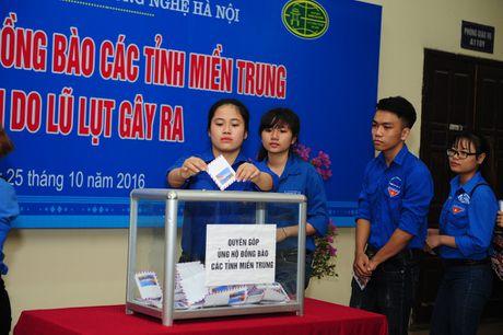 Truong DH KD va CN phat dong ung ho dong bao mien Trung - Anh 1