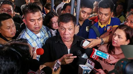 Duterte: Chinh khach khon kheo hay 'tay mo' ve ngoai giao - Anh 2