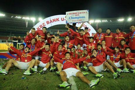 U19 Viet Nam nhan 1,1 ty dong tien thuong sau tran thua Nhat Ban - Anh 1
