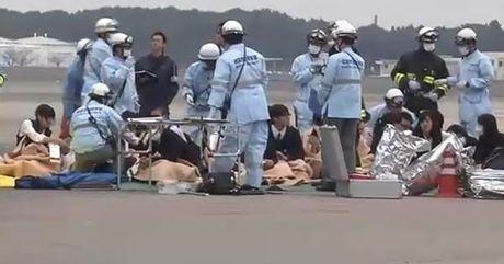 34 hoc sinh Nhat Ban nhap vien sau khi bay tu TP.HCM ve Tokyo - Anh 1