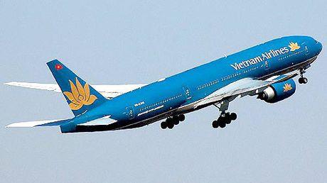 Hon 30 hanh khach bi anh huong suc khoe tren chuyen bay cua Vietnam Airlines - Anh 1