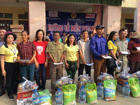 Taxi Thanh Cong trao hon 500 suat qua cho dong bao mien Trung - Anh 1