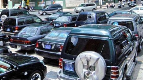 TP.HCM tinh chuyen di thue xe cong thay vi di mua moi - Anh 1