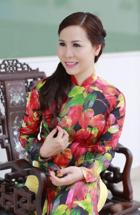 Nu hoang Kim Chi dep la voi ao dai hoa tiet la thu - Anh 1