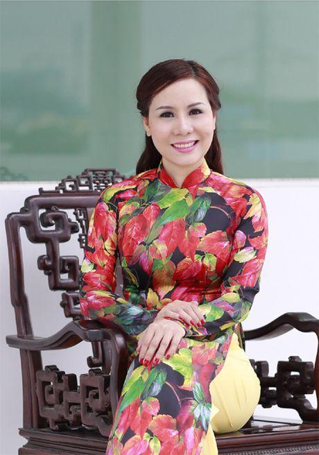 Nu hoang Kim Chi dep la voi ao dai hoa tiet la thu - Anh 2