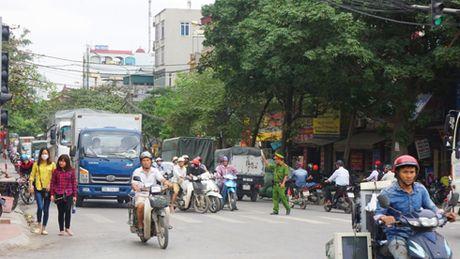 Giam tai 'nut' giao thong Cau Buou - Anh 2