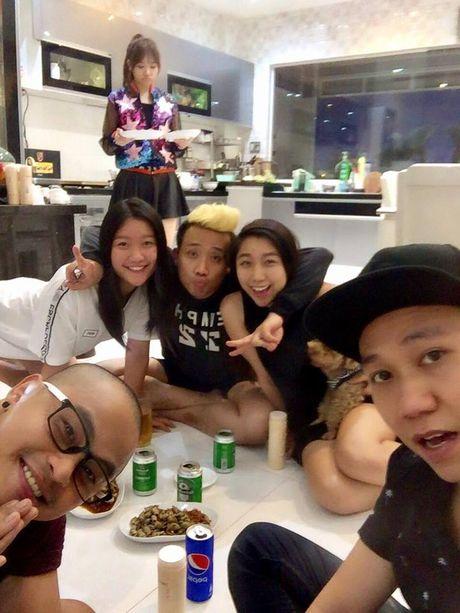 Thuc hu chuyen Hari Won duoc me va em gai Tran Thanh coi nhu nguoi nha - Anh 6