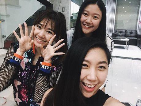 Thuc hu chuyen Hari Won duoc me va em gai Tran Thanh coi nhu nguoi nha - Anh 7
