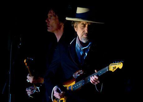 'Che' giai Nobel van chuong: Bob Dylan qua... bat lich su va kieu ngao - Anh 2
