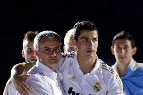 Ca ngoi Mourinho, Ronaldo muon tro lai Man United? - Anh 2