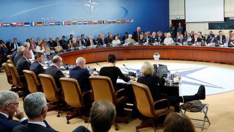 NATO hoan nghenh ke hoach tang quan o phia dong chau Au, sat bien gioi Nga - Anh 1