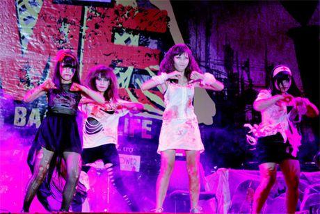 Khong khi tung bung don chao Halloween cua gioi tre Ha Thanh - Anh 3