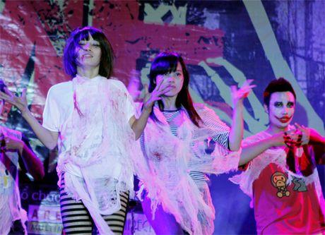 Khong khi tung bung don chao Halloween cua gioi tre Ha Thanh - Anh 4
