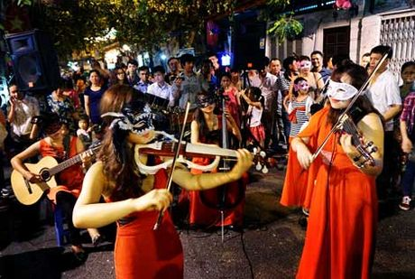 Khong khi tung bung don chao Halloween cua gioi tre Ha Thanh - Anh 5