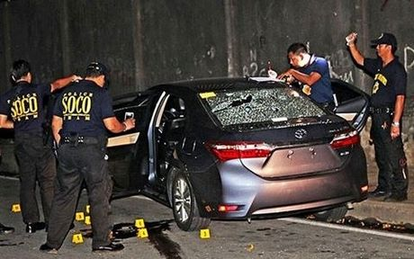 Soc: Thi truong Philippines bi ban chet vi nghi buon ma tuy - Anh 1