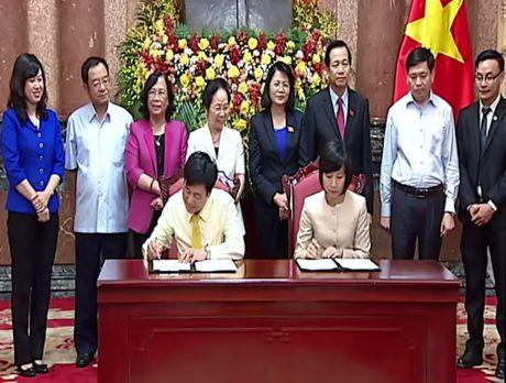 Generali Viet Nam tai tro gan 500 trieu dong cho hoc sinh ngheo - Anh 1