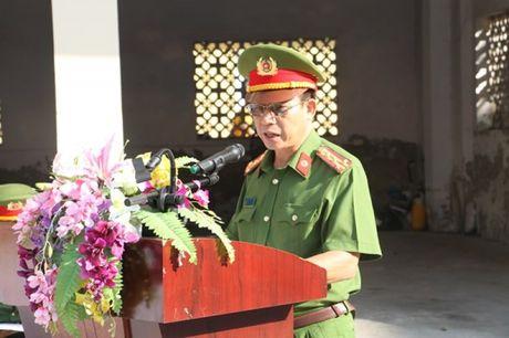 Hon 200 VDV tham du giai bong chuyen Canh sat PC&CC TP Ha Noi - Anh 1