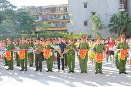 Hon 200 VDV tham du giai bong chuyen Canh sat PC&CC TP Ha Noi - Anh 2