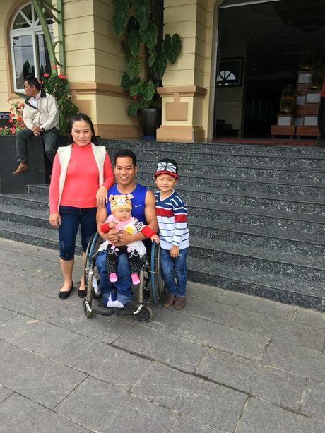 Gia dinh nha vo dich Paralympic Le Van Cong: Hanh phuc den tu nhung dieu gian di - Anh 1
