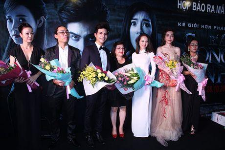 Dao dien tre Le Minh den ung ho dan chi My Duyen trong buoi ra mat bo phim 'Bi an song sinh' - Anh 1