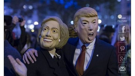 Gioi tre dien cuong lung suc mat na Donald Trump va Hillary Clinton choi Halloween - Anh 2